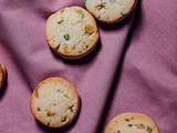Milk and pistachio cookies