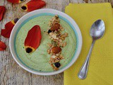 Green Smoothie Bowl with Pear, Avocado & Almonds