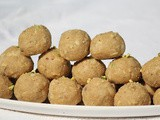 Punjabi pinni / gond ladoo / edible gum ladoo / whole wheat flour ladoo