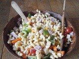 Pasta salad with raw vegetables
