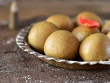 Bajra & Paneer Ladoo (Pearl Millet & Cottage Cheese Ladoo) - Guest Post for Karthi