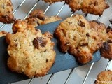 Cookies with chocolate and walnuts
