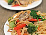 15 Minute Vegetable Lo Mein + Weekly Menu
