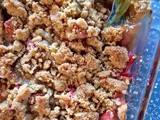 Old-fashioned rhubarb crumble