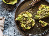 It's simple but it's delicious : Avocado toast with hemp seeds