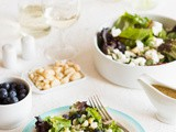 Salad with goatcheese and blueberries