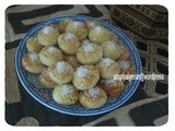 Roumouch essit / Syrup coated coconut biscuits